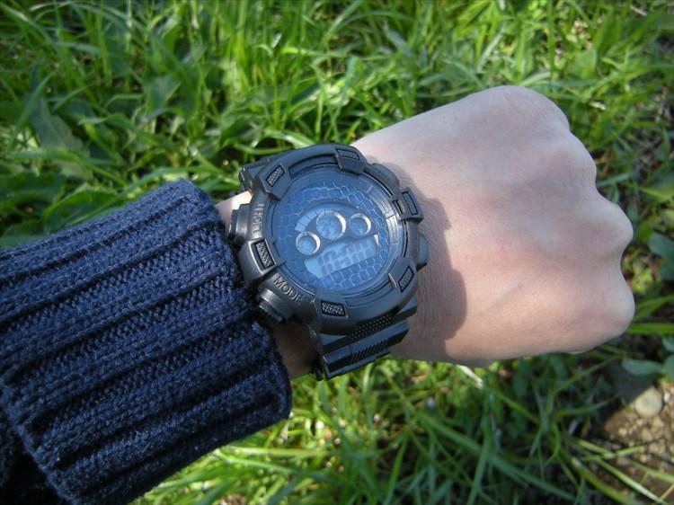 ダイソーの300円時計 ブループラネットG プチカスタム装着イメージ3