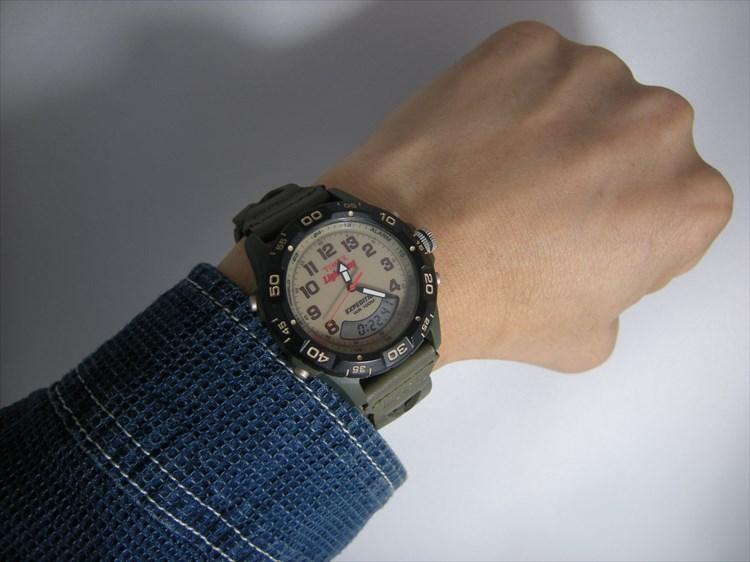 タイメックス×ライトニング(雑誌)のコラボウォッチ TIMEX×Lightning装着イメージ