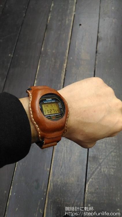 Gショック(G-SHOCK)レザーカスタム DW-5600 (茶)着用イメージ