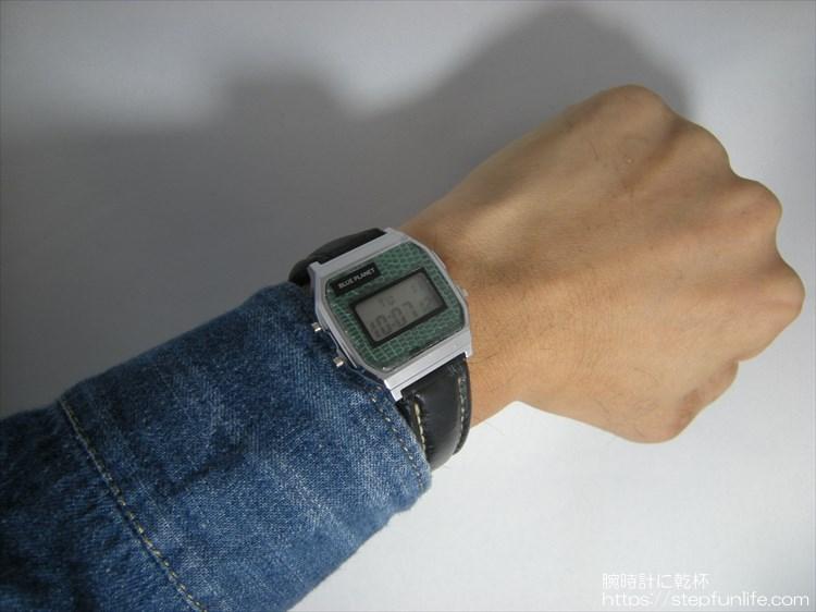 ダイソー300円腕時計(ブループラネット)カスタム後 装着イメージ2