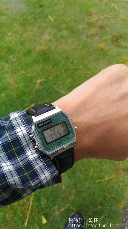 ダイソー300円腕時計(ブループラネット)カスタム後 装着イメージ1