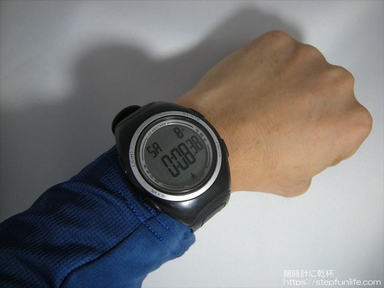 ラドウェザー ペドメーターマスター2 歩数計内臓腕時計 装着イメージ2