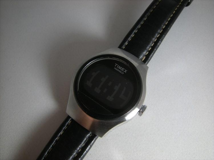 timex(タイメックス)デジタル レザーベルト装着