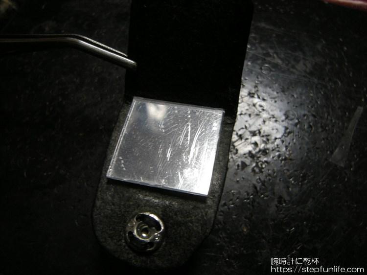 腕時計に鏡を取り付ける 接着2