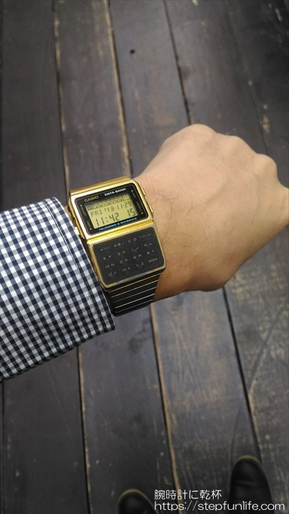 カシオ データバンク DBC-610 ゴールド 着用イメージ