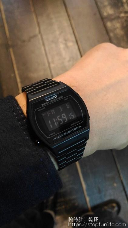 カシオ(CASIO) B640WB オールブラックのチープカシオ 着用イメージ