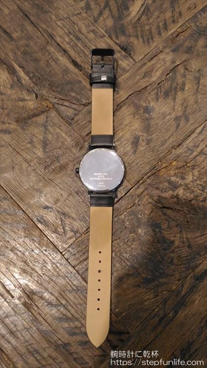 ダイソー 500円時計 シンプルウォッチ 全体 裏側
