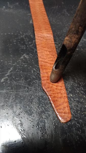 超簡単 腕時計ベルトの作り方 コンチョ(ヘッド)穴あけ