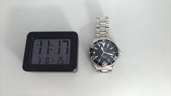 ダイソー 300円デジタル時計 サイズ感2