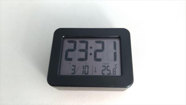 ダイソー 300円デジタル時計 24h表示