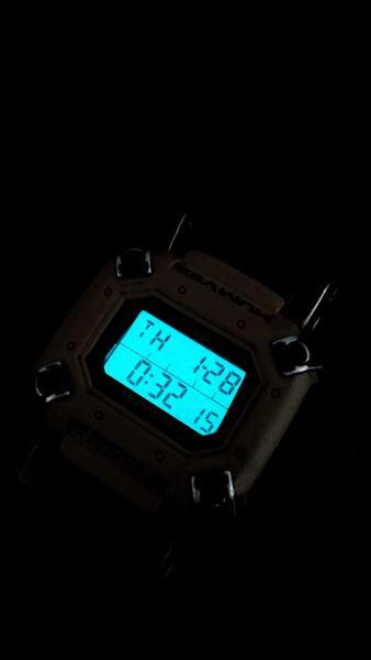 タイメックス ハンビー (timex humvee)  バックライト(インディグロナイトライト)