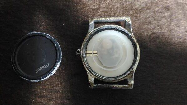 ダイソー 500円腕時計 ミリウォッチ 電池交換 手順2