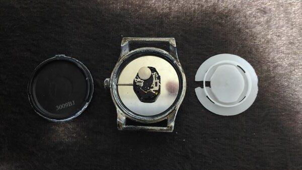 ダイソー 500円腕時計 ミリウォッチ 電池交換 手順3
