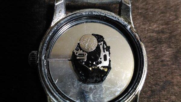 ダイソー 500円腕時計 ミリウォッチ 電池交換 手順6