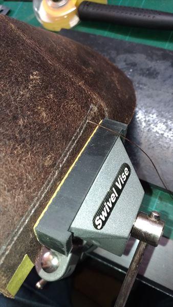 薄い財布を自作(レザークラフト・ハンドメイド) 小銭部分を縫う