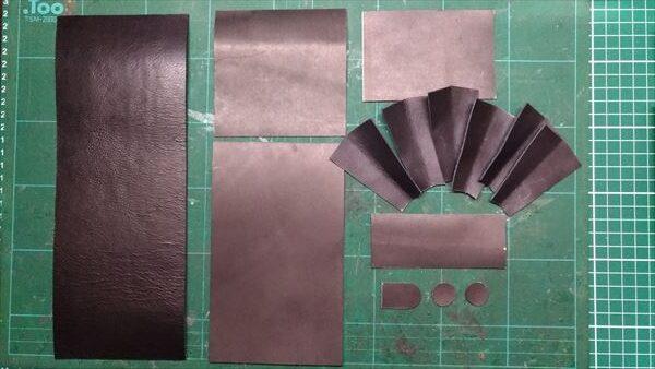 小さい財布を自作。材料切り出し