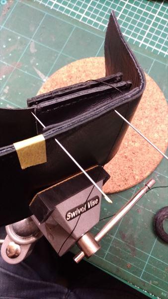 小さい財布を自作。外装縫い付け2