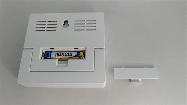 ダイソー 500円デジタル置時計(温湿度計付き) 電池