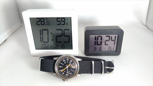 ダイソー 500円デジタル置時計(温湿度計付き)とダイソーの300円置時計(温度計付き)とダイソーミリウォッチ